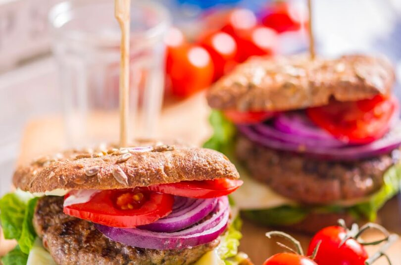 Hamburger grillitud veiselihapihviga