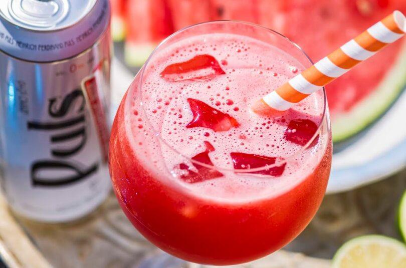 Troopiline kokteil arbuusi, ananassimahla ja alkoholivaba Puls õluga