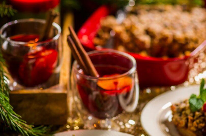 Jõulumaitseline õuna-jõhvika krõbedik glöggiga