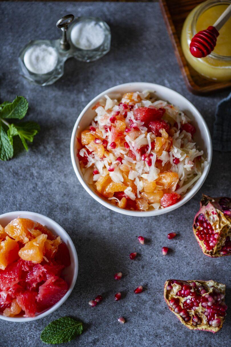 Vitamiinipommist salat hapukapsa, pomelo ja granaatõunaga